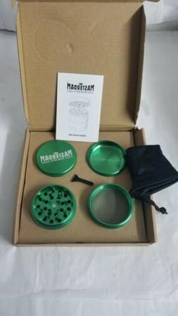 Masterdam Rolling Supplies Large Herb Grinder 4 Part Green N
